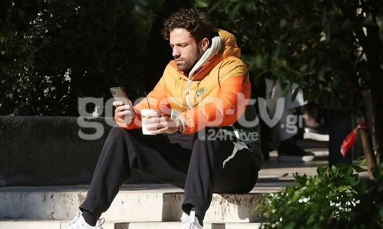 Αργυρός: Η βόλτα στο Ζάππειο, το καφεδάκι στο χέρι και το «κόλλημα» με το κινητό