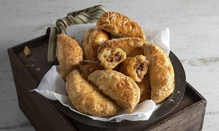Empanadas με κιμά κοτόπουλο και τσορίθο από τον Άκη Πετρετζίκη!
