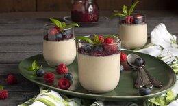 Πανακότα με γάλα σόγιας και μαρμελάδα από φρούτα του δάσους από τον Ακη Πετρετζίκη