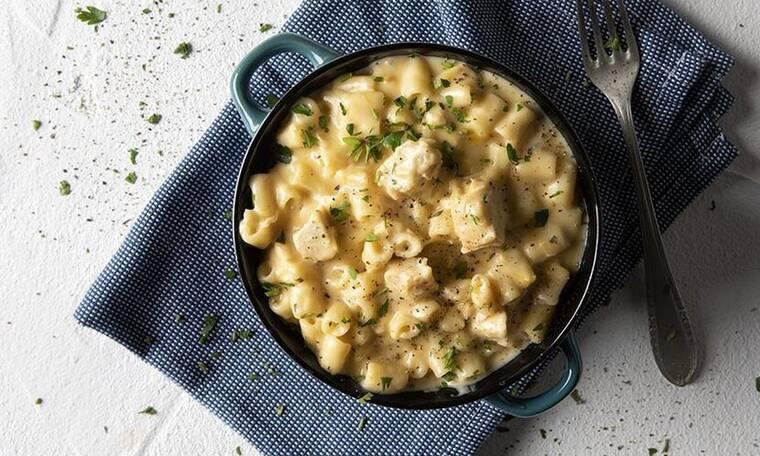Mac 'n' cheese με κοτόπουλο από τον Άκη Πετρετζίκη