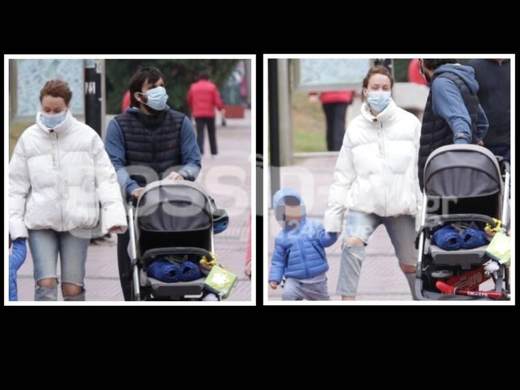 Παπαληγούρα-Πάντος: Οικογενειακή βόλτα με τους γιους τους στο κέντρο της Αθήνας!