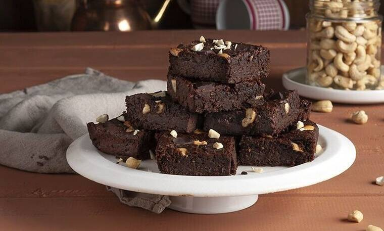 Brownies με γλυκοπατάτα από τον Άκη Πετρετζίκη
