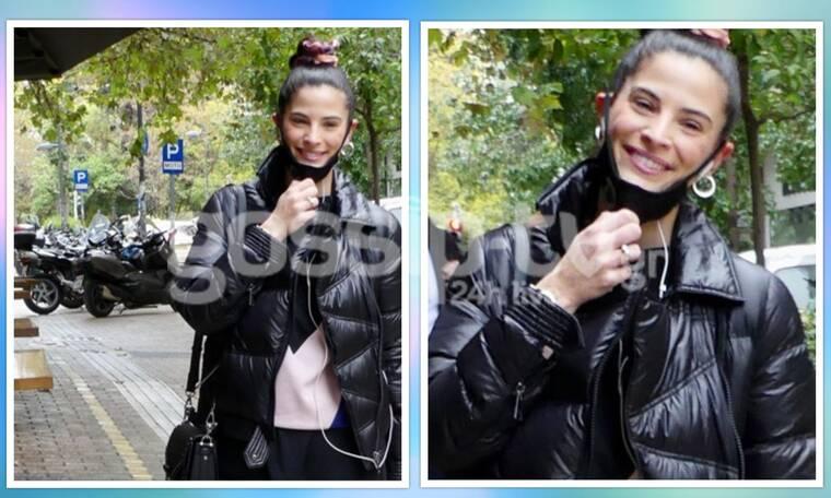 Χριστίνα Μπόμπα: Το χαμόγελο ευτυχίας, η φουσκωμένη κοιλίτσα και η βόλτα στην Αθήνα