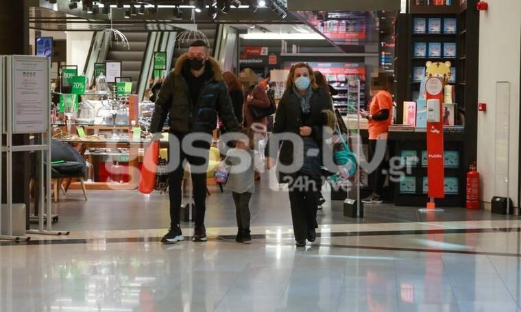 Νίκος Βουρλιώτης: Σε σπάνια έξοδο με την μητέρα και την κορούλα του!