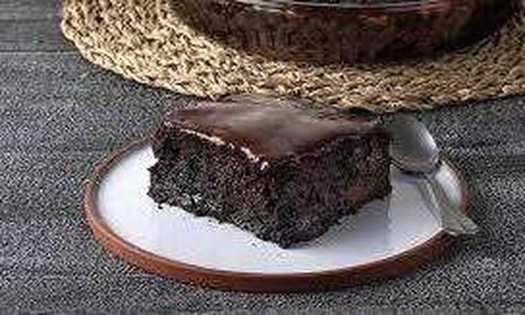 Σοκολατόπιτα σε 10 λεπτά από τον Άκη Πετρετζίκη!