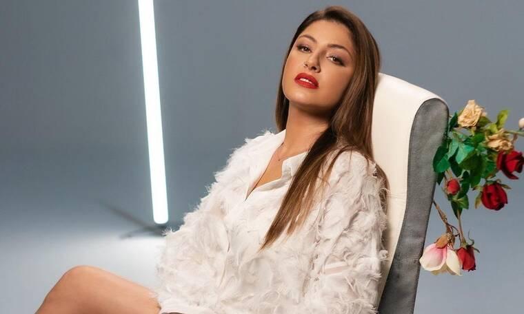 Γνωστή Ελληνίδα: «Η πιο κακοντυμένη τραγουδίστρια είναι η Παπαρίζου»