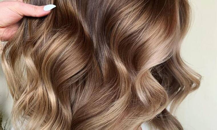Το μεγαλύτερο hair color trend του 2021 ταιριάζει κυριολεκτικά σε όλες