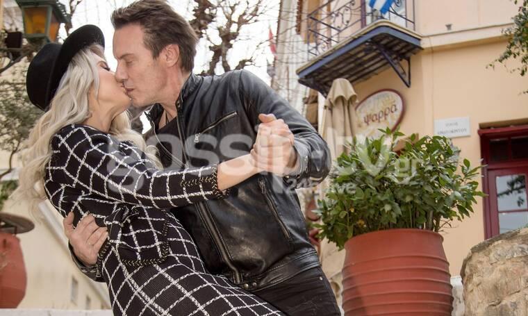 Τζώρτζογλου - Μαριόλα: Η παραμυθένια βόλτα τους στην Πλάκα και τα τρυφερά φιλιά