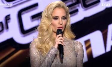 The Voice τελικός: Ο Πάνος Μουζουράκης έκανε μία... ιπποτική εμφάνιση - Το σχόλιο της Δούκισσας