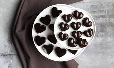 Άγιος Βαλεντίνος: Vegan σοκολατάκια σε σχήμα καρδιάς από τον Άκη Πετρετζίκη