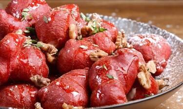 Λουκουμάδες red velvet από τον Άκη Πετρετζίκη για την ημέρα του Αγίου Βαλεντίνου!