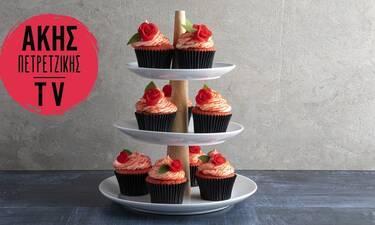 Red velvet cupcakes από τον Άκη Πετρετζίκη για τη μέρα του Αγίου Βαλεντίνου!