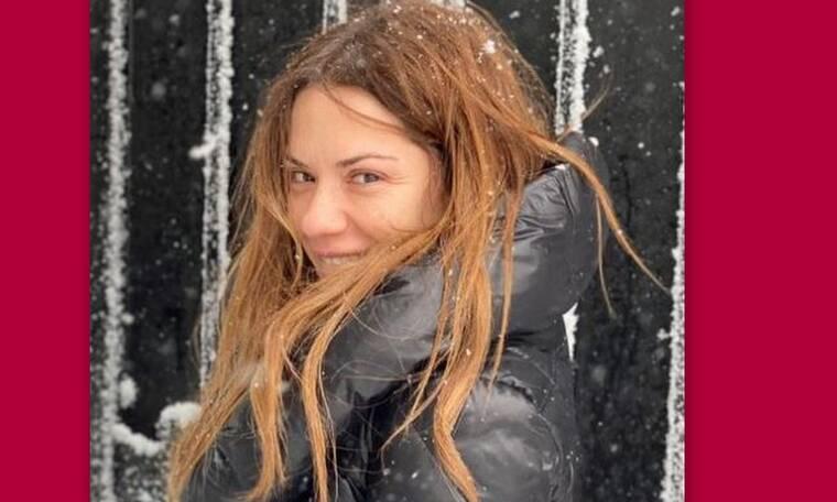 Βάσω Λασκαράκη: Ο Σουλτάτος την απαθανατίζει να χορεύει αμακιγιάριστη στο χιόνι!
