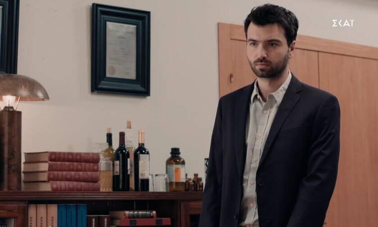 """8 λέξεις: Ο Δημήτρης επιστρέφει """"μετανιωμένος"""" στην εταιρία - Δείτε απόσπασμα"""