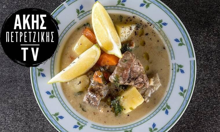 Φτιάξτε εύκολα και γρήγορα κρεατόσουπα αβγολέμονο όπως ο Άκης Πετρετζίκης!