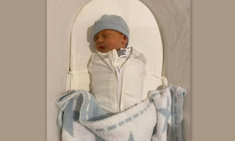 Γνωστή τραγουδίστρια έγινε για πρώτη φορά μητέρα και αυτές είναι οι πρώτες φώτο του νεογέννητου
