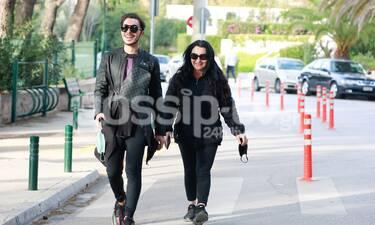 Μετακίνηση 6: Μαμά και γιος έχουν στυλ και αυτή είναι η νέα τους βόλτα στο Καβούρι