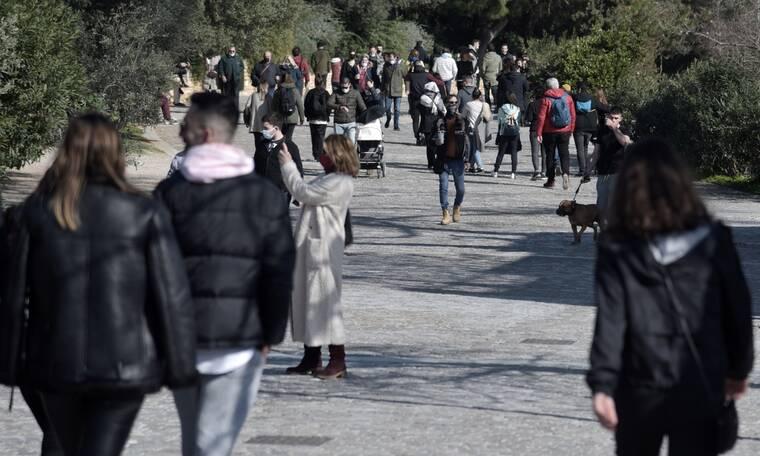 Κρούσματα σήμερα: Και πάλι τα μισά στην Αττική - Ξαναπέρασε τη Θεσσαλονίκη η Αχαΐα