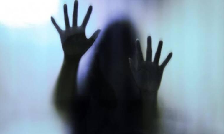 Στο φως νέα καταγγελία: «Έχω κακοποιηθεί από γυναίκα στην τηλεόραση, που ηγούνταν της δουλειάς»