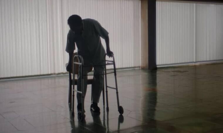 Πελέ: Δεν μπορεί να σταθεί στα πόδια του στο ντοκιμαντέρ του Netflix