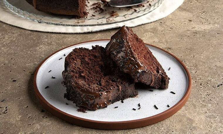Λαχταριστό vegan κέικ σοκολάτας από τον Άκη Πετρετζίκη