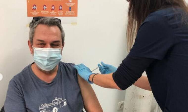 Ο Χρήστος Χατζηπαναγιώτης έκανε το εμβόλιο κατά του Covid (photos)