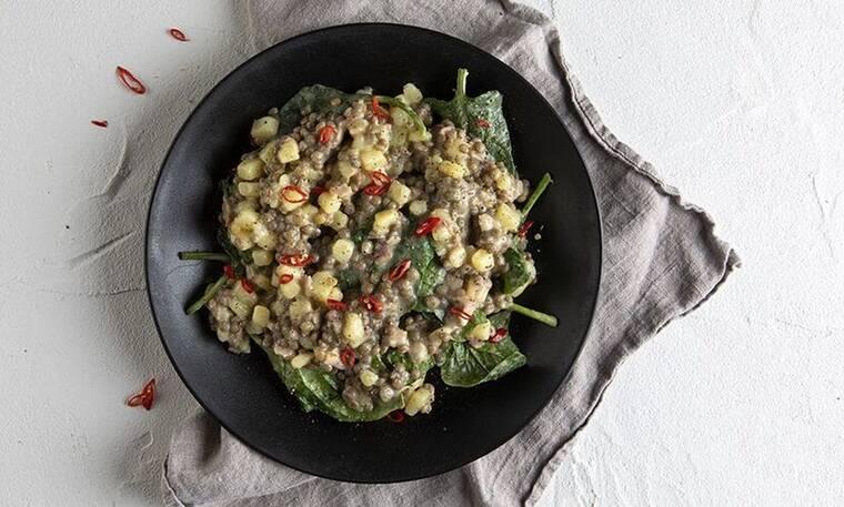 Μία διαφορετική συνταγή- Φακές με σπανάκι στο τηγάνι από τον Πετρετζίκη!