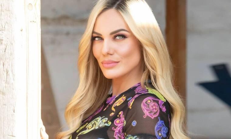 Η Ιωάννα Μαλέσκου πόζαρε με mini φούστα: Δες αυτά τα 8 απίστευτα σχόλια