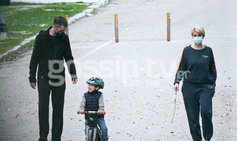 Η οικογενειακή βόλτα στο Ζάππειο και η αδυνατισμένη Σία Κοσιώνη με φόρμες που ζηλέψαμε!