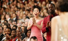 H Sandra Oh πρωταγωνιστεί στην πιο ξεκαρδιστική στιγμή σε βραβεία ever