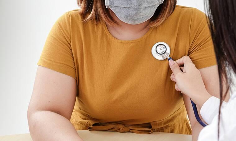 Κορονοϊός: Γιατί οι παχύσαρκοι μπορεί να χρειαστούν τρεις δόσεις του εμβολίου