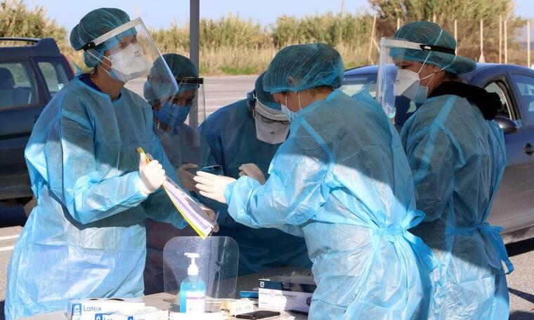 Κρούσματα σήμερα: Πάνω από 2.000 οι νέες μολύνσεις – Ολοταχώς για νέα μέτρα