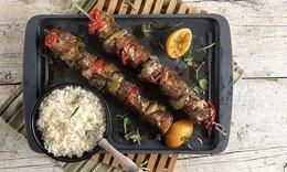 Κοντοσούβλι χοιρινό στον φούρνο από τον Ακη Πετρετζίκη