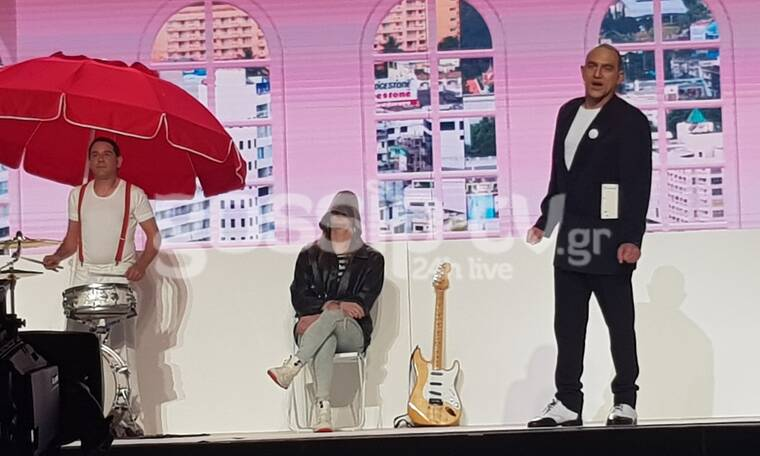 YFSF All Star:  Ο Κρατερός Κατσούλης ως Γερμανός Frontman του Trio τραγούδησε Da Da Da