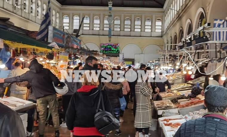 Ρεπορτάζ Newsbomb.gr: Κοσμοσυρροή στη Βαρβάκειο για την Καθαρά Δευτέρα - Οι τιμές των Σαρακοστιανών