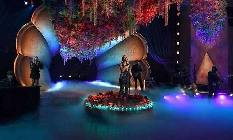 Mιράντα Λάμπερτ: Με μια μοναδική δημιουργία Celia Kritharioti στα Grammy Awards 2021