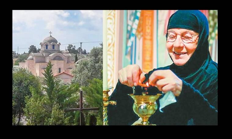 Πώς η τραγουδίστρια που έγινε μοναχή έχασε με δικαστική μάχη το μοναστήρι που είχε χτίσει μόνη της