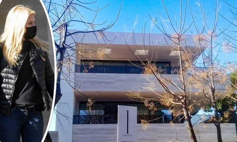 Ελένη Μενεγάκη: Επιβλέποντας τις τελευταίες... πινελιές στο νέο της σπίτι!