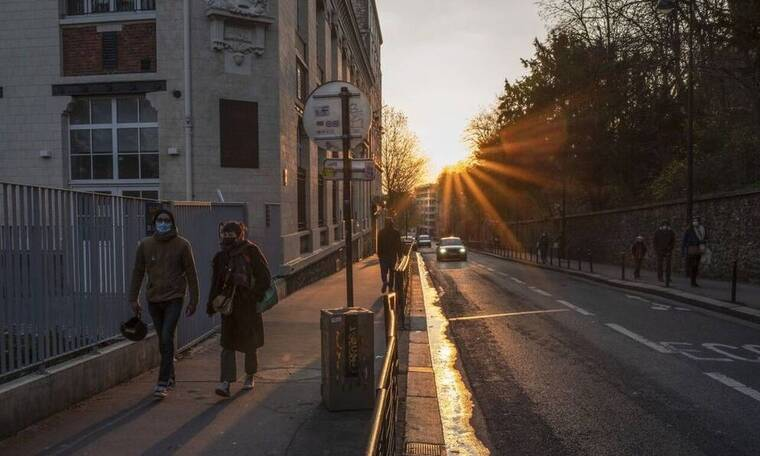 Κορονοϊός: «Γονάτισε» την Ευρώπη το τρίτο κύμα της πανδημίας - Αυστηρά lockdown και διαδηλώσεις