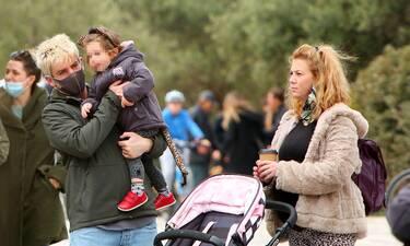 Χάρης Τζωρτζάκης: Η βόλτα με την σύζυγο και την κόρη τους λίγο πριν γίνουν γονείς για δεύτερη φορά