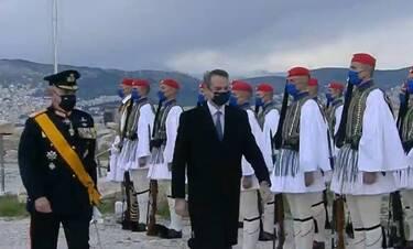 25η Μαρτίου: Συγκινητικές στιγμές στην Ακρόπολη με την έπαρση της σημαίας και τον Εθνικό Ύμνο
