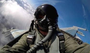 25η Μαρτίου - Ρίγη συγκίνησης: Το μήνυμα του πιλότου του «ΖΕΥΣ» -«Ψηλά τα βλέμματα και οι καρδιές»