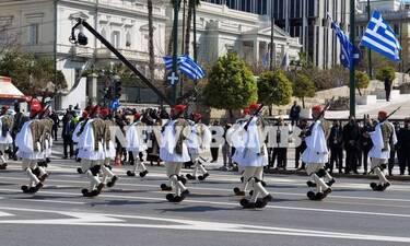 25η Μαρτίου - Ανατριχίλα από τους Εύζωνες: «Άγνωστοι νεκροί του Έθνους ακούστε» (vid)