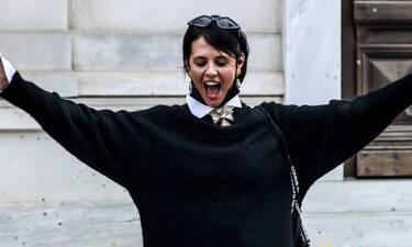 Ραμόνα Βλαντή: Σε... τρελά κέφια, παραδίδει μαθήματα στυλ κάτω από την Ακρόπολη!
