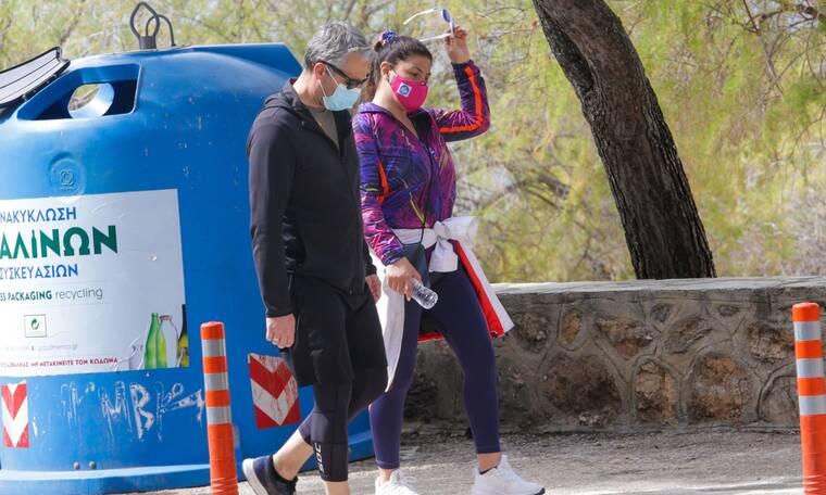 Παπαρίζου-Καψάλης: Μετακίνηση 6 για περπάτημα στη Βουλιαγμένη με αθλητικό λουκ!