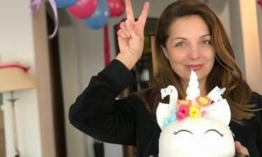 Γενέθλια για την Άντζελα Γκερέκου! Η έκπληξη στο σπίτι και η εντυπωσιακή τούρτα