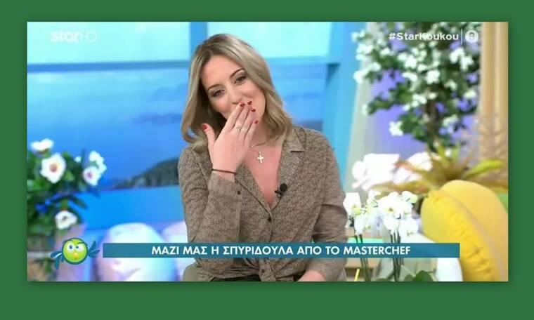 Σπυριδούλα Καραμπουτάκη: Ανακοίνωσε on air ότι παντρεύεται και έδειξε το μονόπετρό της