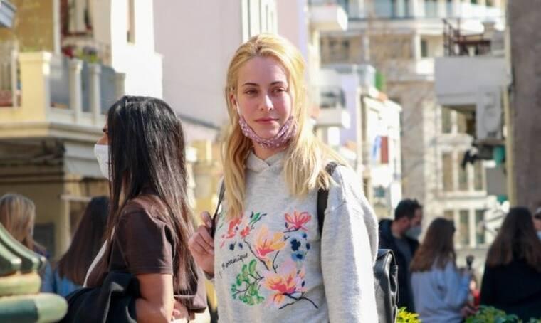 Σοφία Μανωλάκου: Σπάνια εμφάνιση για την ηθοποιό – Χωρίς μακιγιάζ και με υπέροχο look