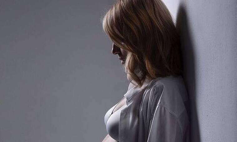 Ηλιάκη: Η απίστευτη φωτό με τη γυμνή φουσκωμένη κοιλίτσα της! Δεν κουμπώνει το τζιν της