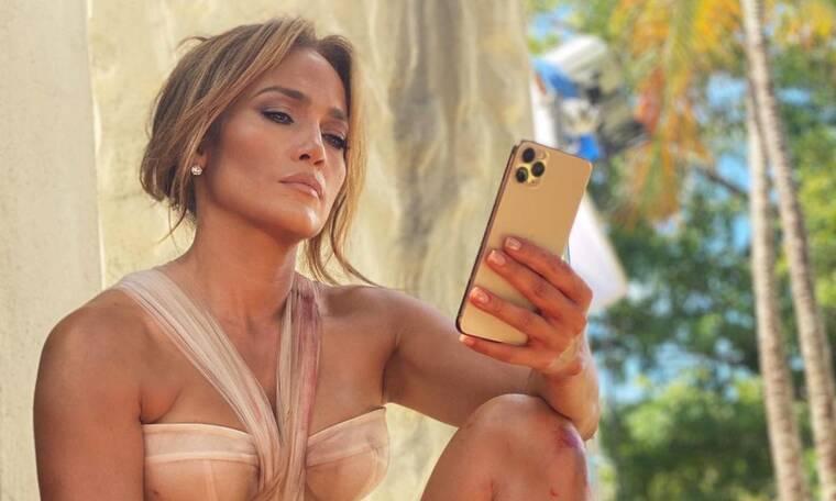 H Jennifer Lopez ποζάρει με μαγιό και πάλι μας κάνει να την χαζεύουμε!